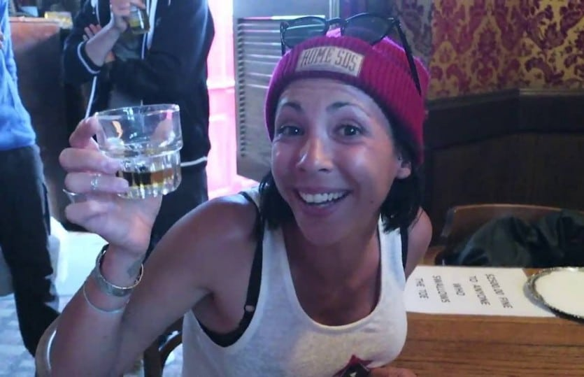 Boire un whisky avec un doigt d'humain au YUKON